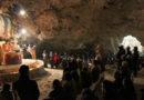 Рождественская церемония в пещере на Крите